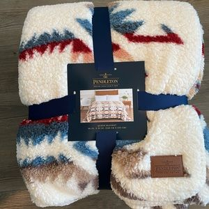 Pendleton blanket. NWT Queen size. White sands